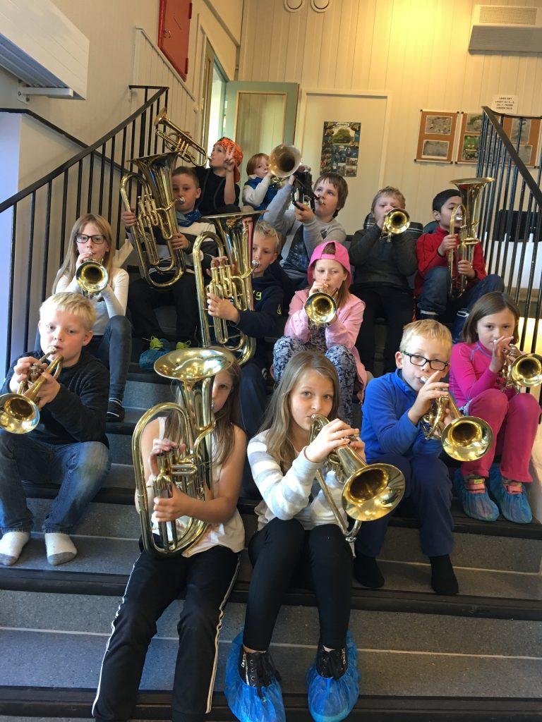 Elever i 4. klasse ved Strand oppvekstsenter synes musikk er gøy